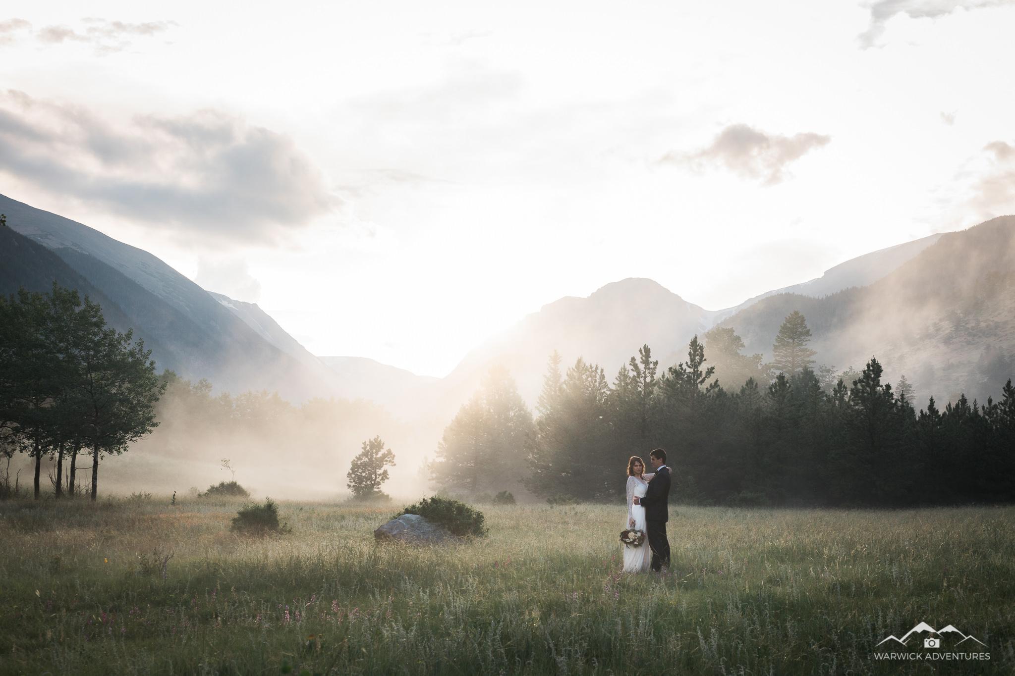 Wedding Couple in Rocky Mountain NP in foggy feild